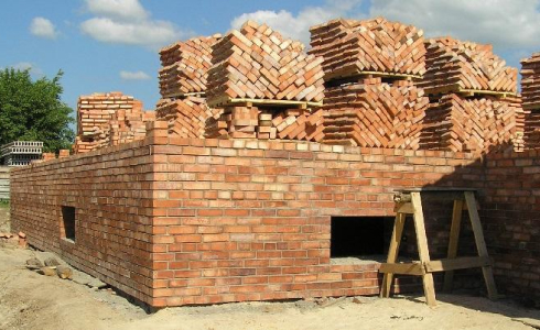 Полнотелый кирпич М150 и М200 для фундамента и цоколя здания